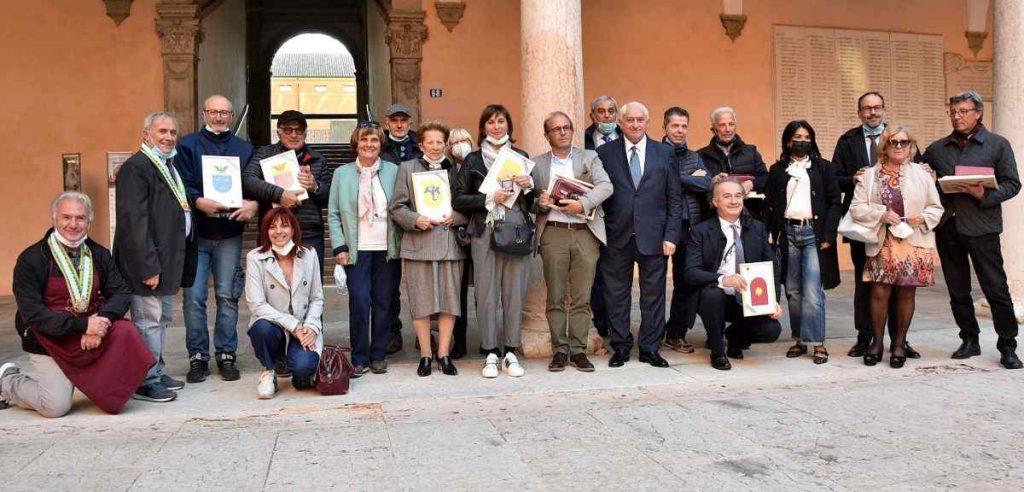 gruppo dei finalisti con autorità